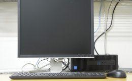 パソコンに繋がれたモニタ